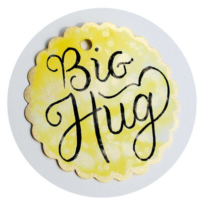 CalliLetters: Handlettering, Big Hug, Miniatur-Geschenkanhänger, Brushpens und Gouache-Farbe in Gold