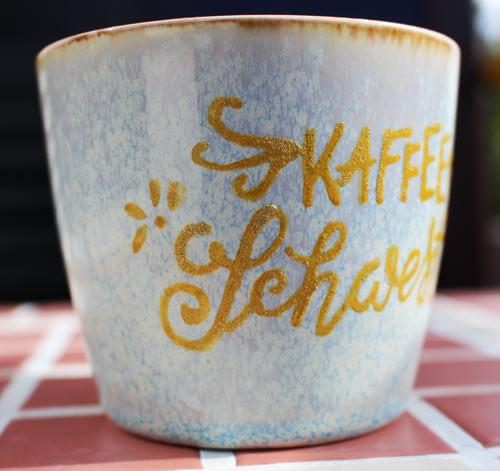 CalliLetters: Kaffeeschwester, Porzellan-Lettering