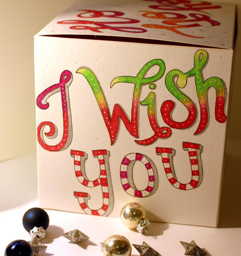 CalliLetters-Lettern-auf-einer-Buntbox-Geschenkbox