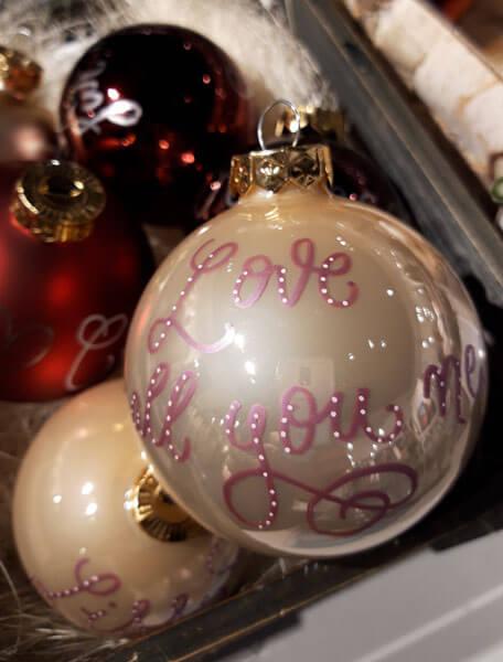 CalliLetters-LiveEvent-Weihnachtskugeln-SchustermannBorenstein-Wien